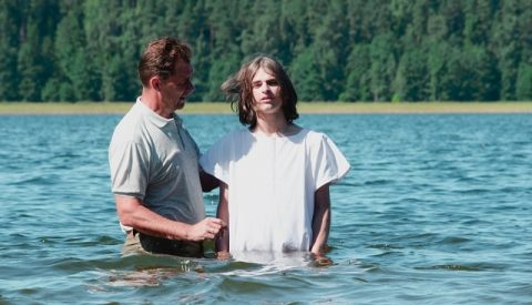 принять крещение