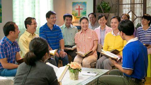 Братья и сестры читают Слово Божье