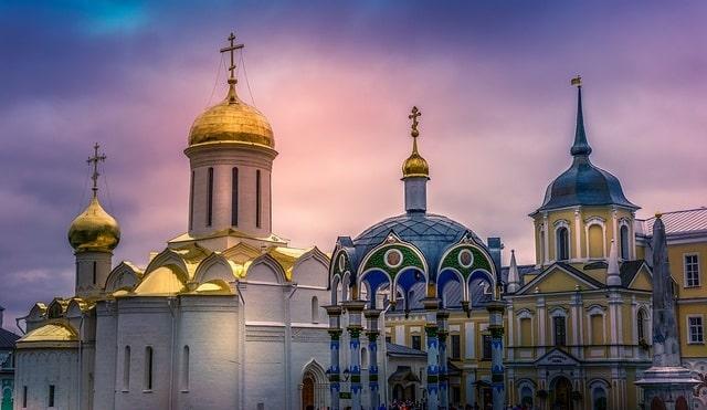 О чем свидетельствует разделение христианства на более чем две тысячи деноминаций?